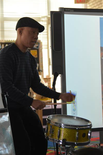 Demonstrating how to play a paradiddle